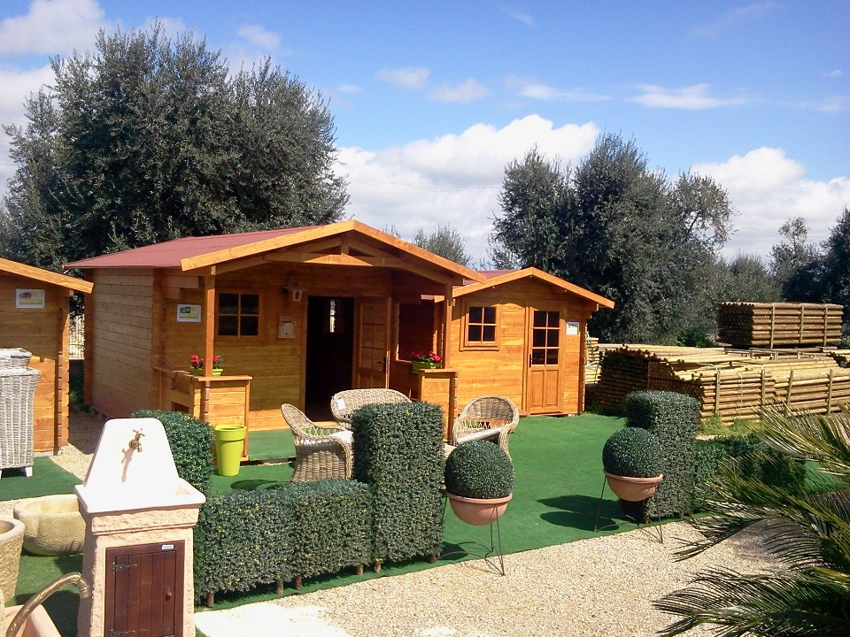 Prosiri casette giardino for Case in legno rumene